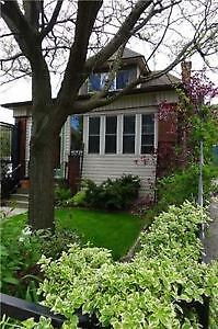 Charming Detached House In Great Neighbourhood Near Gage Park.