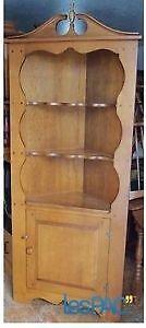 Meuble de coin style antique ,un mobilier cuisine et vaisellier.