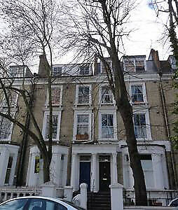 Delightful quiet, airy, split-level top floor 1-bedroom flat in Kensington