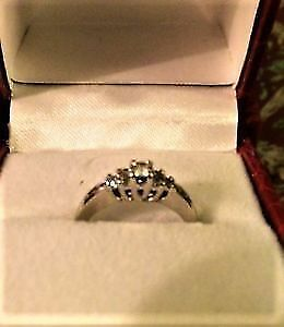 WHITE GOLD & DIAMOND ENGAGEMENT RING