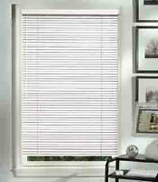 Horizontal white blinds - Stores blancs