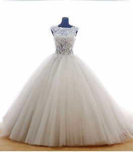 Fairy Tale Wedding Dress! Stunning Ball Gown! Lace details!