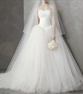 Wedding Dress Ball Gown with lace details! Top fits like a glow