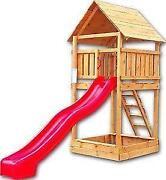 Spielturm mit Rutsche
