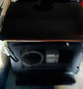 NICE WOOD STOVE - HEATS 1500 SQ FT- AS NEW CONDITION