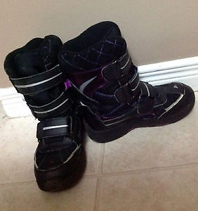 Indoor garage sale, kids and women's shoes and outerwear Kitchener / Waterloo Kitchener Area image 2