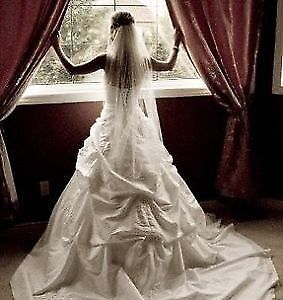 Gorgeous Wedding Dress with Matching Flower Girl Dress for Sale