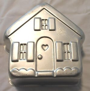 HOLIDAY HOUSE! gingerbread love Wilton Cake Pans - Baking Molds!