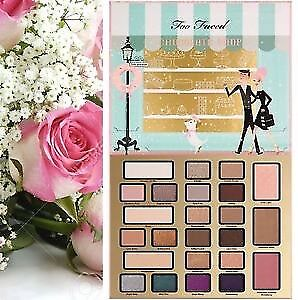 Too Faced Christmas In New York Eyeshadow Palette Accessories