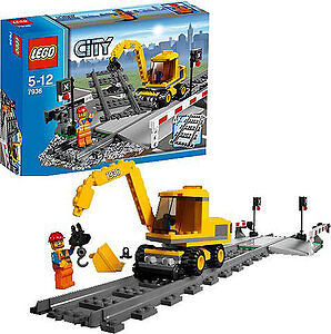 LEGO City 7936 Level Crossing Trains Retired MINT BRAND NEW!