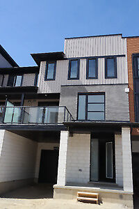 3 bdrms Brand New Townhouse/ Wonderland and Sarnia