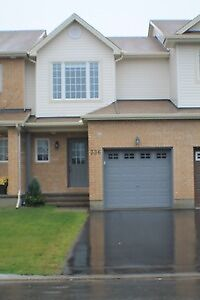 April 1 Modern Styled 3 Bed, 1.5 Bath in Kanata South