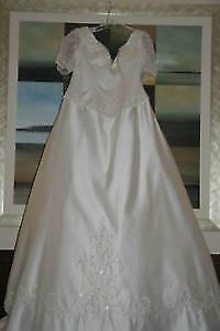 Wedding Dress Size 22  Mint Condition