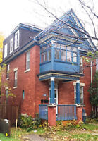 SANDY HILL, Brick Foyer, Hardwd, FREE Laundry, Park'g, Yard,Dec1