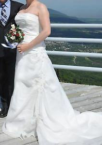 Beautiful wedding dress size 14