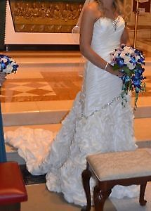 gorgeous and romantic french ruffled wedding gown with veil! Windsor Region Ontario image 2