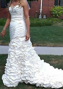 gorgeous and romantic french ruffled wedding gown with veil!