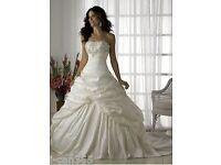 Beautiful Ivory/White wedding dress Brand New Unworn