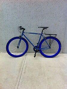 Vélo fixie en très bon état!!