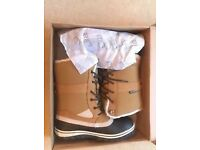 2117 OF SWEDEN BERGSJO BOOTS, NEW & BOXED size 8.5/9