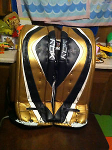 New Price Reebok Premier Series II Pro Goalie Pads 36 +2 Kingston Kingston Area image 2