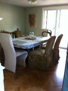 Spacious home boasts 1 bdrm main flr Homestay avail student disc