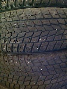 4 pneus d'hiver 215/60/16 Toyo G-02 Plus