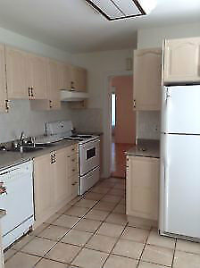 VERY SPACIOUS 3 BEDROOM - CLOSE TO QUEENS & DOWNTOWN