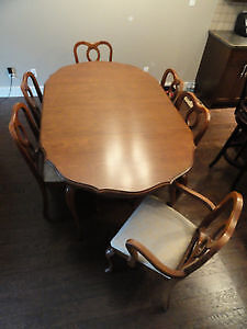 French Provincial Dining Table+China Cabinet (incl.6 Chairs)