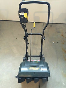 Yardworks 9A / 16-in Electric Snowthrower