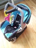 siege d'auto pour bébé à très bon prix négociable