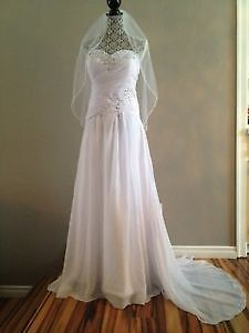 Romantic Wedding Dress With Bling Front ! New! Great price!