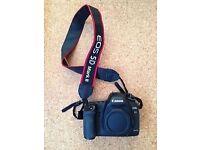 Canon EOS 5D Mark II is a Digital SLR 21.1 MP