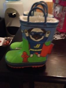 Rain boots size 8. AVAILABLE