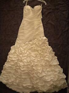gorgeous and romantic french ruffled wedding gown with veil! Windsor Region Ontario image 5