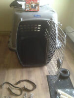 """Petmate Navigator Kennel 40"""" 70-90lbs and accessories."""