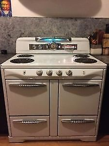 Stove mid-century in very good condition / cuisinière vintage