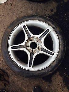4 mags Ford Mustang 17 pouces parfait pour roues d'hiver