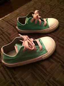 LIKE NEW! Toddler Girl Converse All-Star Shoes - Sz 8