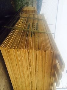 Contreplaqué Plywood 4'x8' utilisé une seule fois