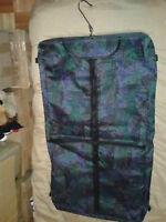 valise,sac de couleur,très bon état,vient avec une housse