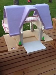 Little Tikes Doll House (vintage)