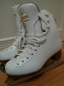 very good brand girls figure skating shoes (Jackson Mirage)
