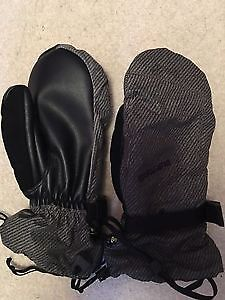 Burton ski/snowboard mittens in excellent condition
