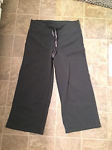Lululemon relaxed fit crops grey size 4
