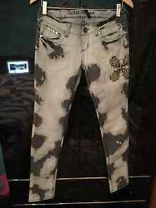 4 pair of Womans GUESS, SILVER & PARASUCO jeans size 25-27