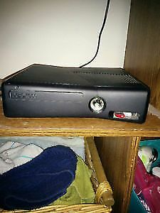 Xbox 360 - With 1 Controller, games, mic and charger station