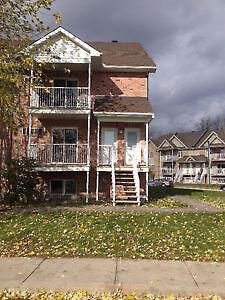 A louer - for rent  3 bdrms Apartment - logement  Plateau Hull