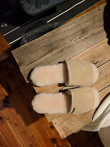 UGGS SHEEPSKIN SLIPPERS FROM BLUE MOUNTAINS AUSTRALIA