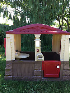 Step 2 Neat & Tidy Cottage Playhouse + Wagon & Trailer